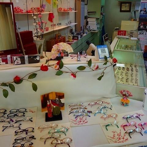 吹田市旭通商店街にある眼鏡屋、アサヒ眼鏡の店内