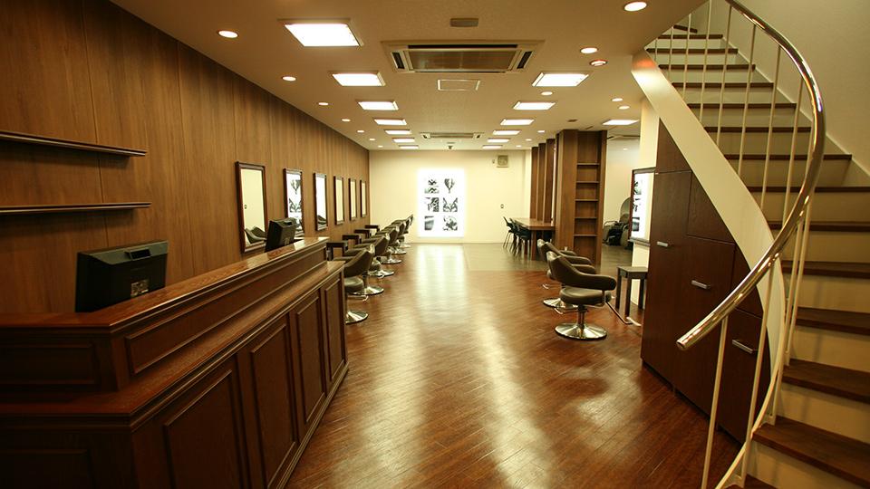 吹田市旭通商店街にある美容院、HIKARIS hair SUITAの店内