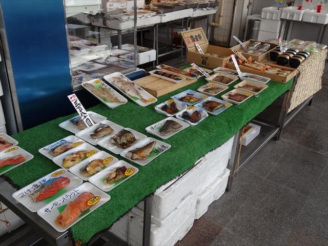 吹田市旭通商店街にある鮮魚店、石上鮮魚店の外観