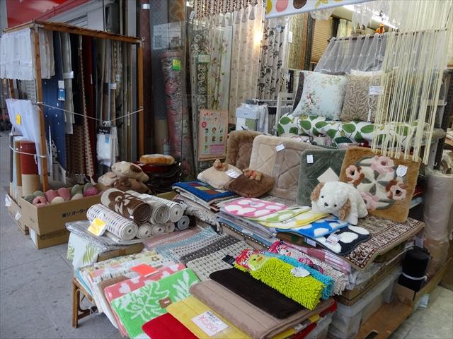 吹田市旭通商店街にあるオーダーカーテンの店、カンジ敷物店の商品