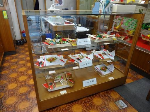 吹田市旭通商店街にある結納用品店、寿結納店の商品