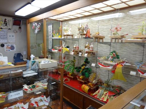 吹田市旭通商店街にある結納用品店、寿結納店の店内
