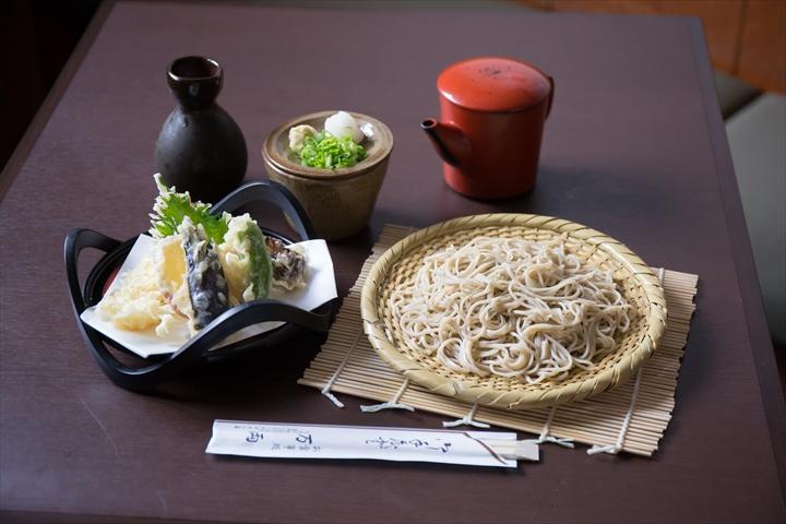 吹田市旭通商店街にある飲食店、万両の天ぷらそば