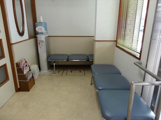 吹田市旭通商店街にある歯科医院、那須歯科医院の院内