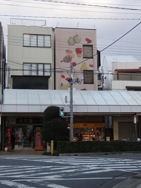 吹田市旭通商店街にあるフルーツ専門店西重の外観