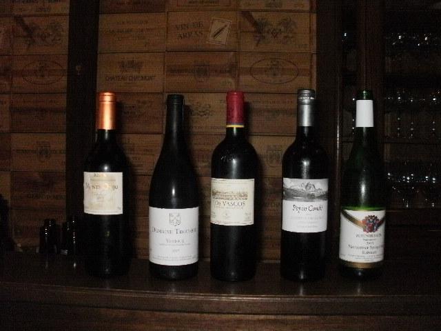 吹田市旭通商店街にあるワインバーリトゥムのワイン