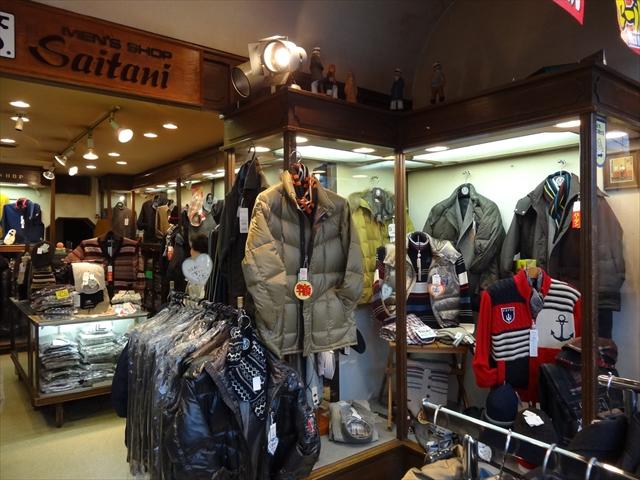 吹田市旭通商店街にある紳士服店さいたにの店内