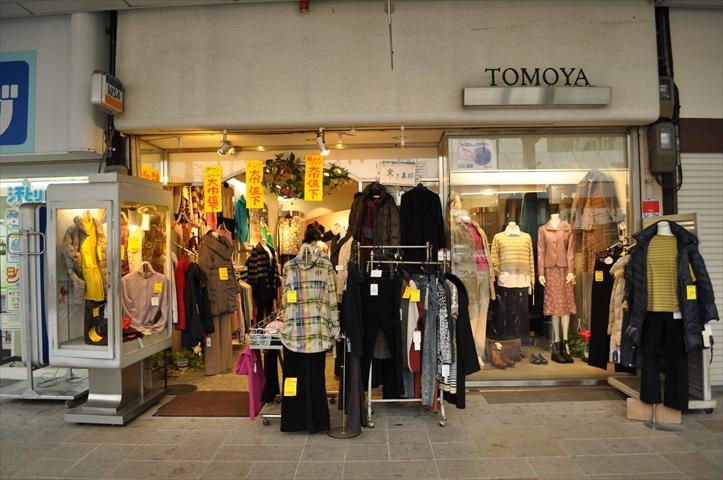 吹田市旭通商店街にある婦人服店トモヤの外観