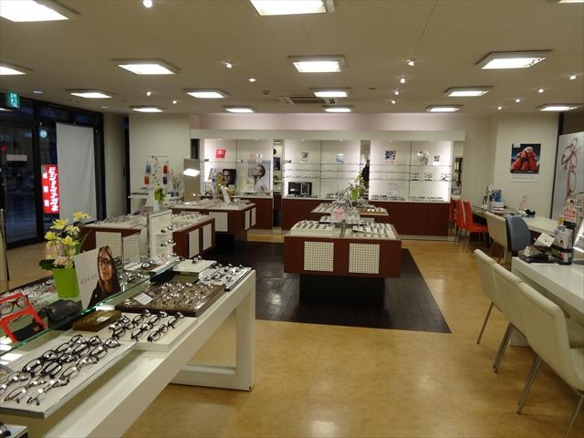 吹田市旭通商店街にある眼鏡店、ビジョンメガネの店内